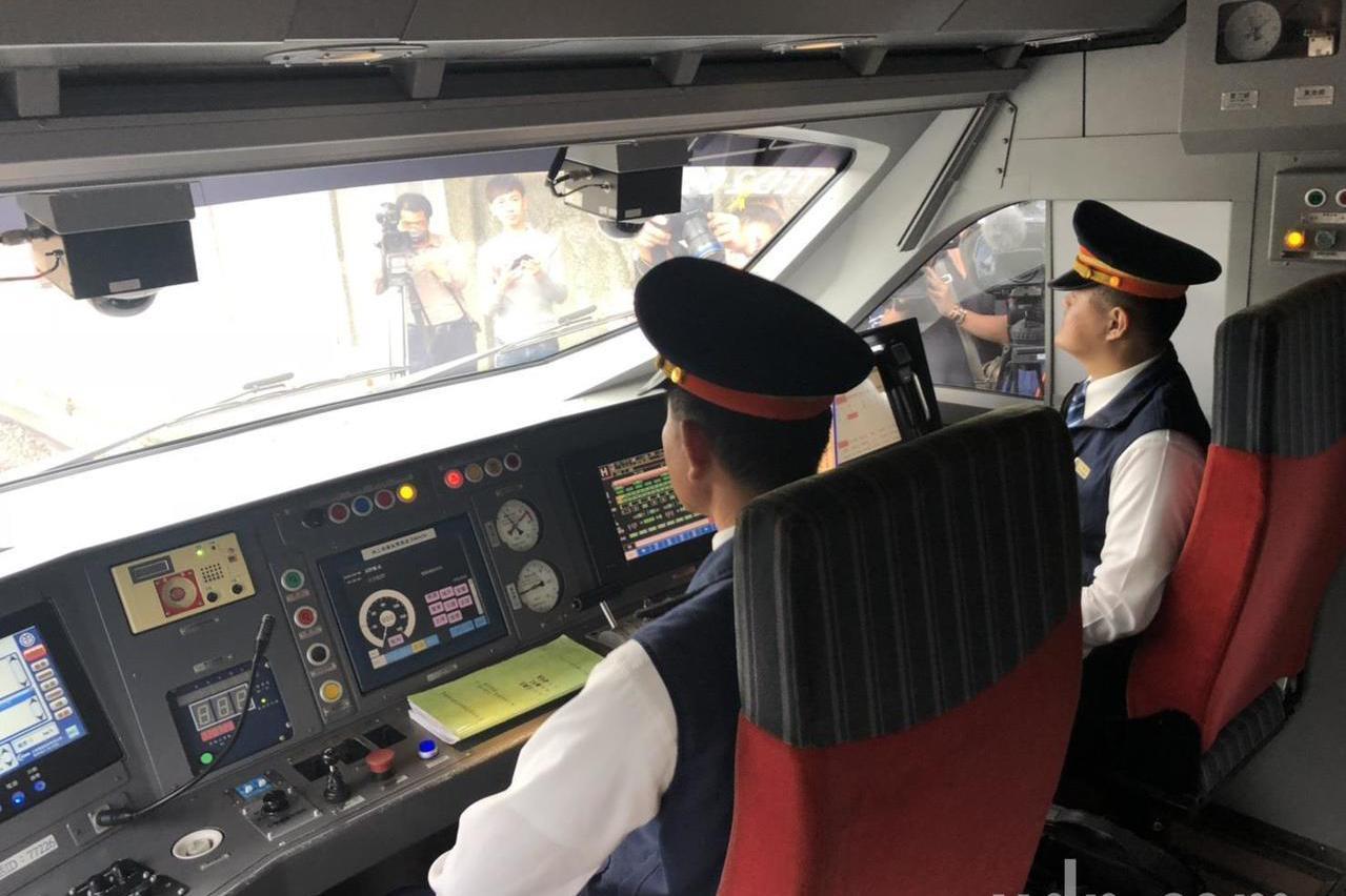 台鐵原本8月擬取消白天雙人乘務 交通部急喊卡