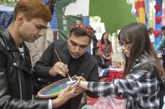 留學生配3個異性學伴惹議 山東大學急澄清致歉