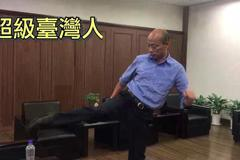 韓國瑜瓶蓋挑戰 用「自由」踢成功並點名許淑華接招
