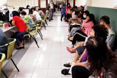 房租津貼補助今天開始申請 百餘人湧入高市府