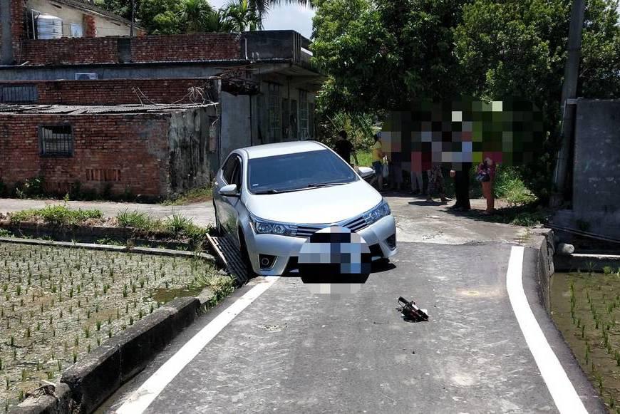 導航或迷航? 女子靠GPS導航駕車 結果陷稻田水溝