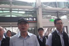 韓國瑜搭高鐵往桃園訪基層 首站門牌「111」有玄機