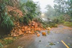 高雄190多棵樹倒 屏東146線再坍方