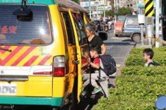 幼兒園汰換娃娃車 補助4成車款