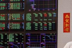 美股收漲逾200點 台股開高翻黑小跌