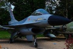 影/狂!法國堡主擁110架戰機 宛如一座空軍基地
