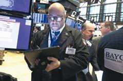 貿易戰難料 股票型基金失血