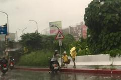 哇!快停車穿雨衣 氣象局對桃園、新北發豪雨、大雨特報