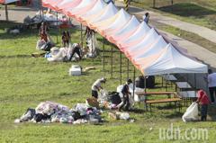 韓國瑜造勢過後 水漾公園垃圾成堆、草皮變格狀
