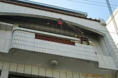 台中市外牆磁磚黏貼工程 發生磁磚砸傷人意外