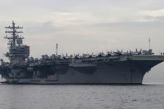美航母十一閱兵前夕航行南海 傳被7艘中國軍艦「包圍」