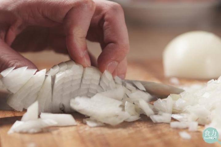 洋蔥切過後小心久放變苦!苦味的來源其實是因為這個化合物!