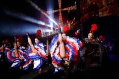 鏡頭背後/法國巴黎「紅磨坊」華麗130年:情色爭議下的狂歡舞台