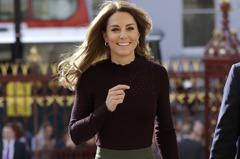 從青春大學生到優雅上班族都難不倒她!凱特王妃的寬褲穿搭合輯,意圖使人整套全包