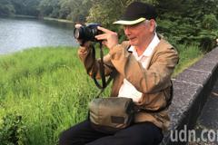 現代版「夸父追日」80歲老翁迷蘭潭夕陽拍照10年不中斷
