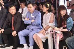陳佩琪白色洋裝登台北時裝周 柯文哲笑:都快不認識了