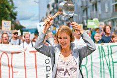 減碳龜速 德國人每周五上街 鍋盆敲醒政府