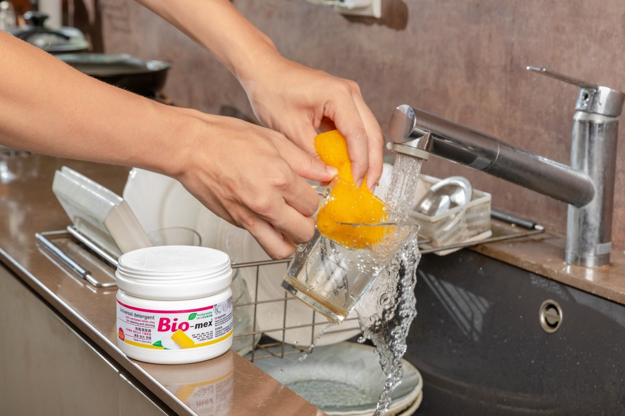 百年德國品牌發明 一罐萬用的純天然清潔磚