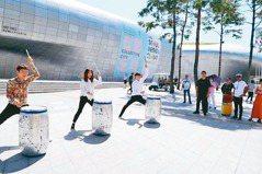 首爾公演觀光巴士上路 歌舞魔術看不完