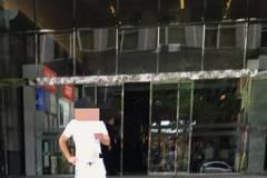 北市大樓前持美工刀與警對峙 男腹部見血送醫