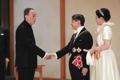 王岐山會日本天皇 外訪首穿新「中式服裝」成焦點
