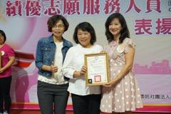 說故事超過2千小時 她獲得嘉市志工金質獎