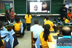 北市府國中小智慧教室 班班配置85吋觸控螢幕