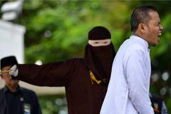 自作自受?印尼教士擬通姦法 戀上已婚女遭鞭刑