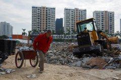 疫情使銷售大降 中國房地產業深陷震央