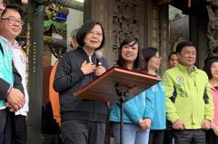 泰山拜廟輔選 蔡英文:不要以為民調領先就可以放鬆