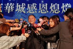 京華城辦熄燈儀式 小沈談到員工激動哽咽:是永遠戰友