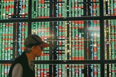 台股收跌21.11點 三大法人賣超35.64億