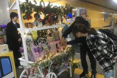 北捷「聖誕紅」妝點 西門、市府站加售每日限量花卉