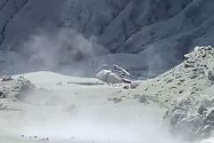 影/懷特島火山爆發增至6死 救援人員曝島上如車諾比核爆