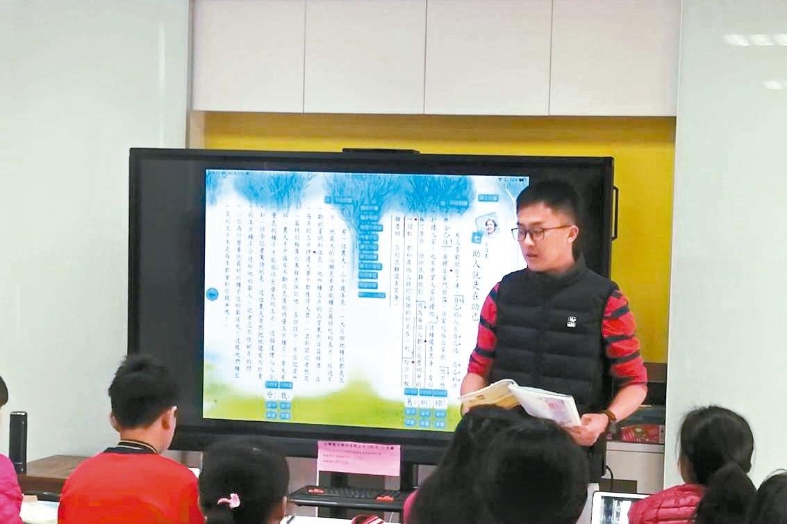 打造「智慧教室」 後龍12國中小每校獲贈75吋電視