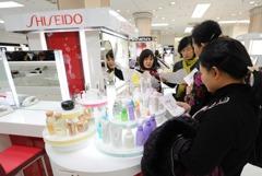 日本美妝產品在大陸人氣高漲 威脅南韓龍頭地位