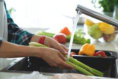延長浸泡時間清除農藥?這5種清洗蔬果方式只會愈洗愈毒