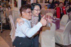 分割連體嬰忠義當生命教育講師 王雪紅邀參加公益餐會