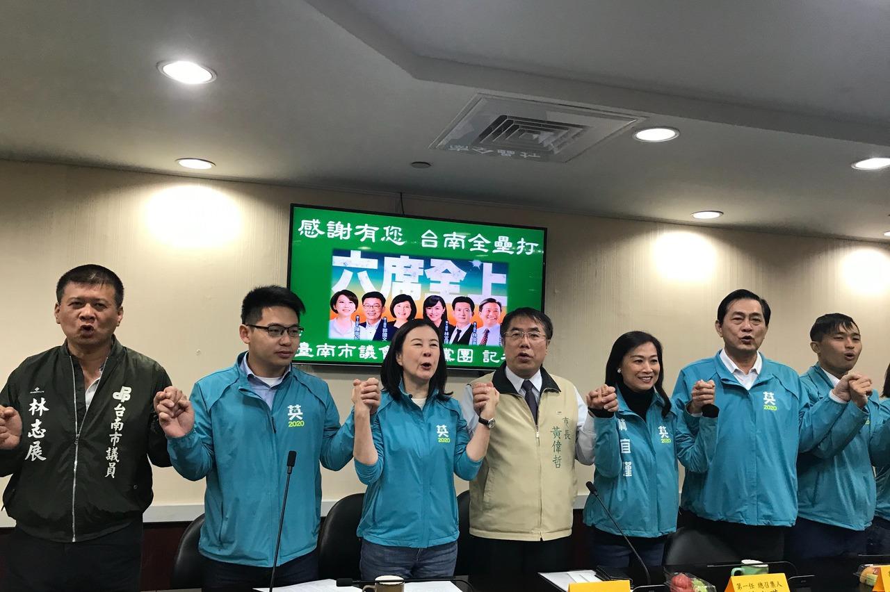 台南議會民進黨團總召交接 議員少一席未來運作更困難