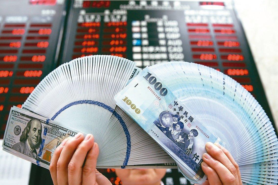 新台幣強升年終獎金效應 美元保單買氣看旺