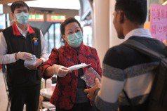 因應武漢肺炎疫情 花蓮備5萬口罩在縣內火車站分送