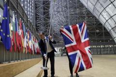 歐盟大樓移除英國旗 馬克宏:脫歐警訊 歐盟需轉骨