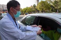 高醫首創「得來速」慢籤領藥 先預約可開車到院外領藥