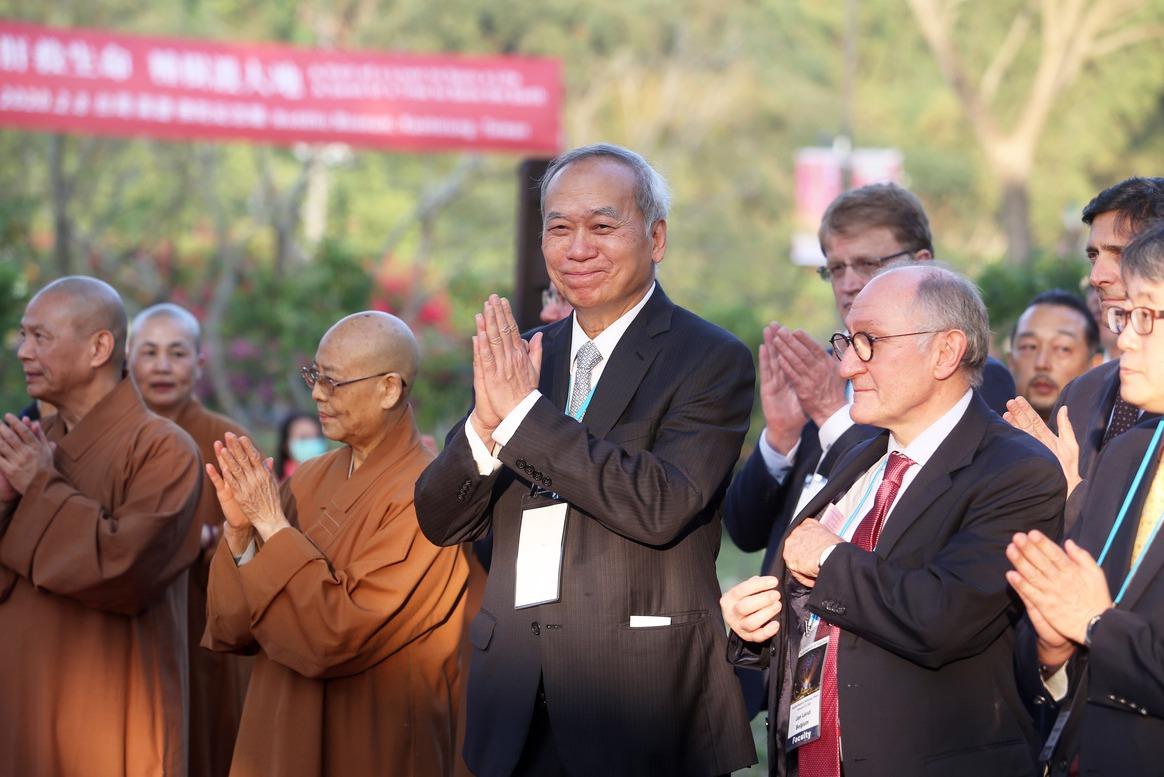 影/陳肇隆率全球肝移植專家 植樹48棵紀念醫療盛會