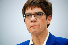 為克裡姆林宮游說? 德政界呼籲施羅德辭職