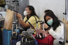 武漢肺炎導致零帶團零收入 馬來西亞導遊轉行賣麵、開計程車