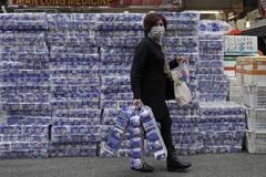 新冠肺炎恐慌蔓延 衛生紙、口罩成星港民眾送禮首選