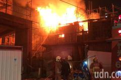 影/竹市重劃區建案起火 火勢猛烈濃煙竄天際