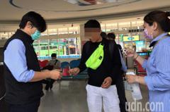 搭客運戴口罩首日 遇無口罩乘客高雄業者協助解圍