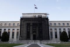 Fed降息4碼 全球股市狂洩